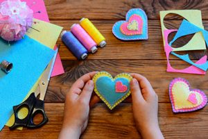 A Valentine's heart made thanks to the felt craft